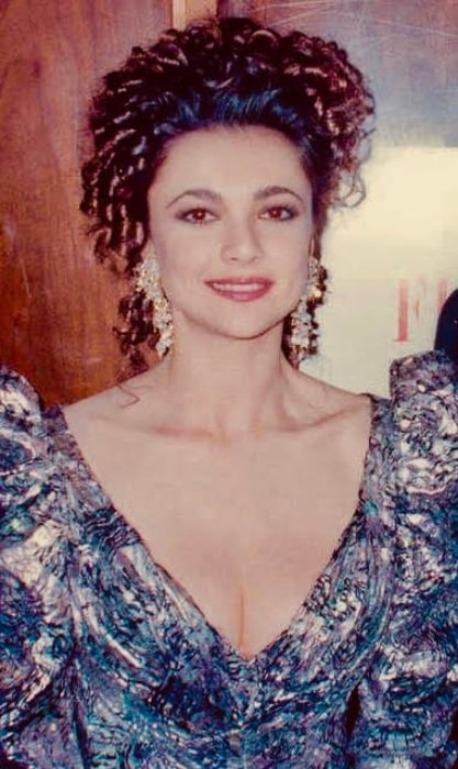 Emma Samms pictured at the 62nd Academy Awards on March 26, 1990