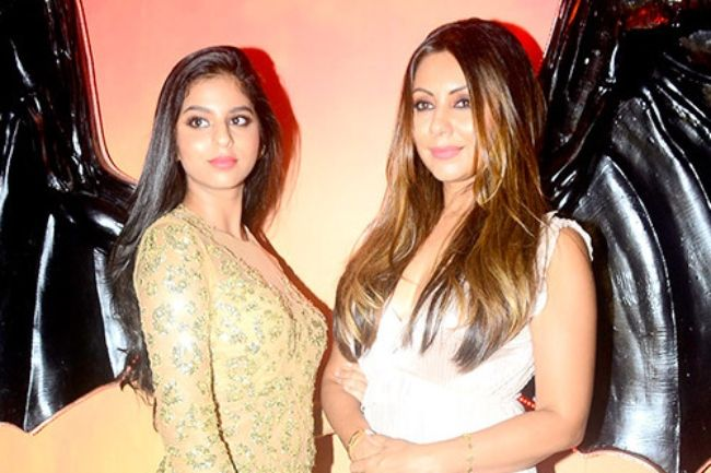 Gauri Khan seen posing with her daughter Suhana Khan in 2017