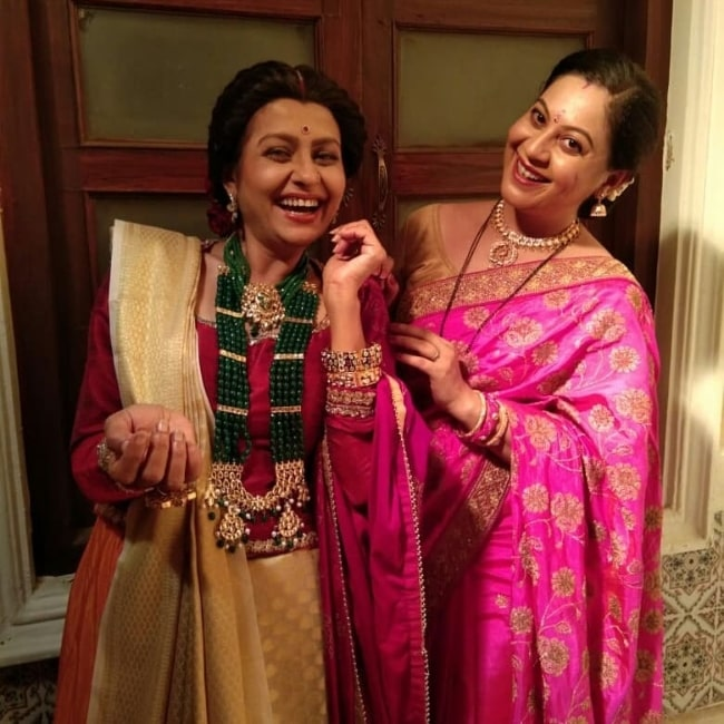Jaya Bhattacharya (Left) as seen while smiling in a picture alongside co-actress Anindita Chatterjee on the sets of 'Pinjra Khoobsurti Ka' in September 2020