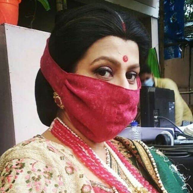 Jaya Bhattacharya as seen while wearing a face mask on the sets of 'Pinjra Khoobsurti Ka' in August 2020
