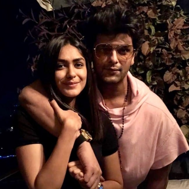 Kushal Tandon as seen in a picture taken with his beau actress Mrunal Thakur in April 2020