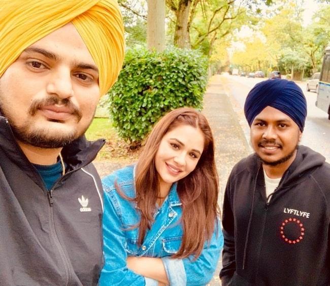 Mandy Takhar as seen while smiling in a selfie alongside Sidhu Moosewala (Left) and Tarnvir Singh Jagpal