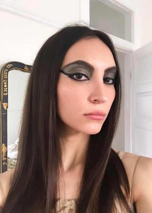 Samantha Robinson as seen while clicking a selfie in November 2019