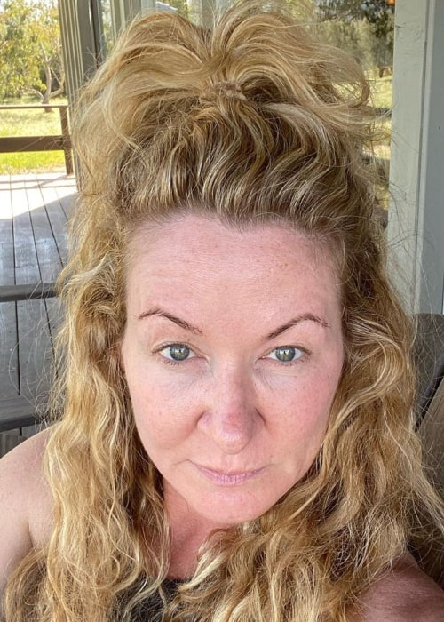 Sarah Colonna in an Instagram selfie from April 2020