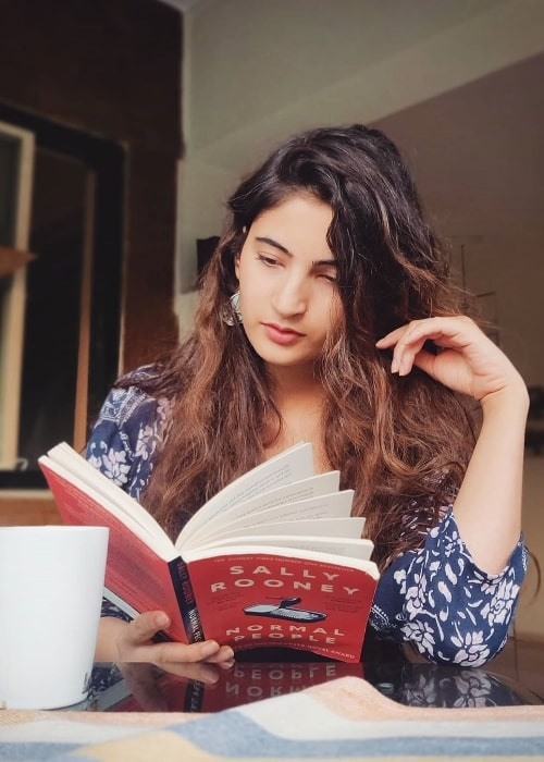 Shivani Raghuvanshi as seen while reading in an Instagram post in February 2020