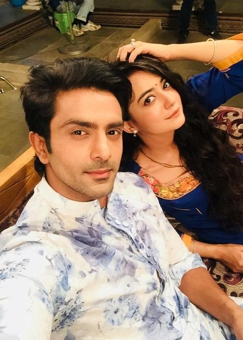Sunny Sachdeva clicking a selfie with Bhoomika Mirchandani in Mumbai, Maharashtra