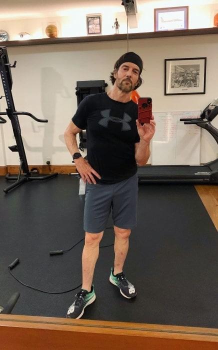 Tony Horton taking a mirror selfie in August 2020