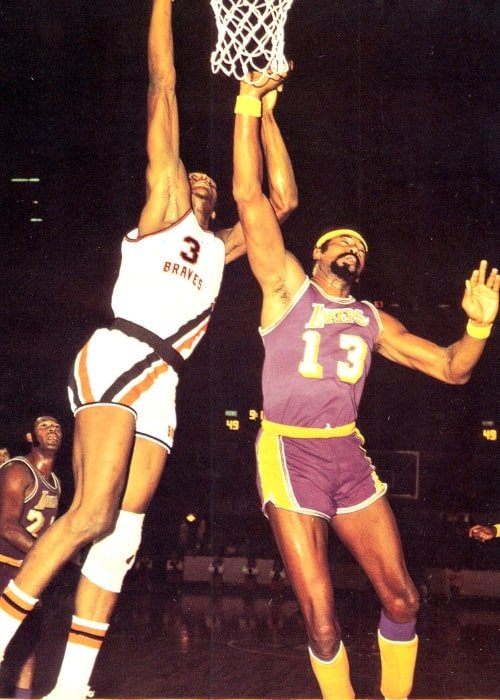 Wilt Chamberlain (Right) and Elmore Smith during a basketball game circa 1971