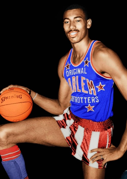 Wilt Chamberlain posing for the camera while wearing the uniform of Harlem Globetrotters in 1959