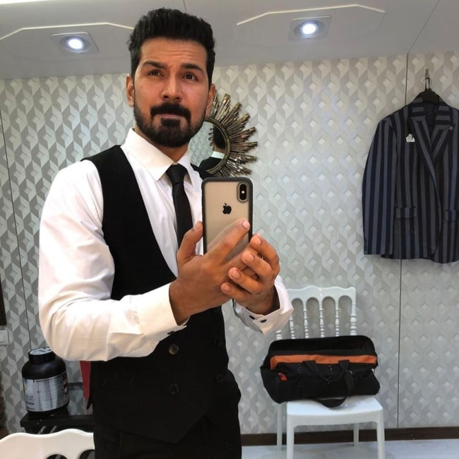 Abhinav Shukla sharing his selfie in October 2020