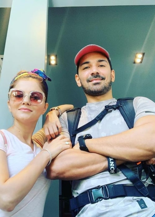 Abhinav Shukla with his better half on his marriage anniversary in June 2019