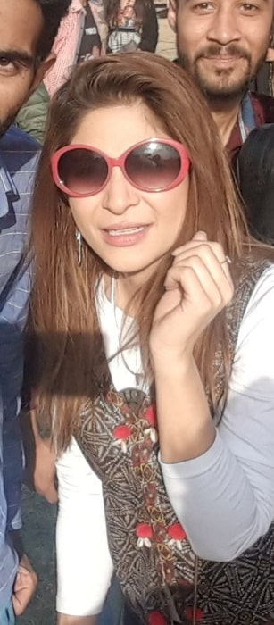 Ayesha Omer pictured with fans at Lahooti Melo 2019 in Sindh University Jamshoro
