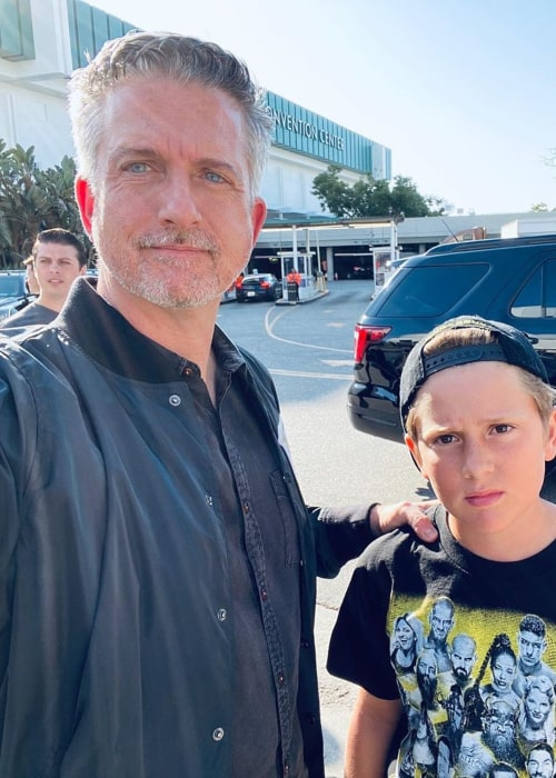 Bill Simmons with his son, in an Instagram selfie from November 2019