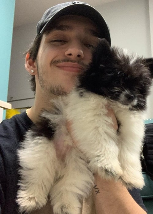 Gino Cosculluela as seen in a selfie that was taken with his maltipom in January 2020