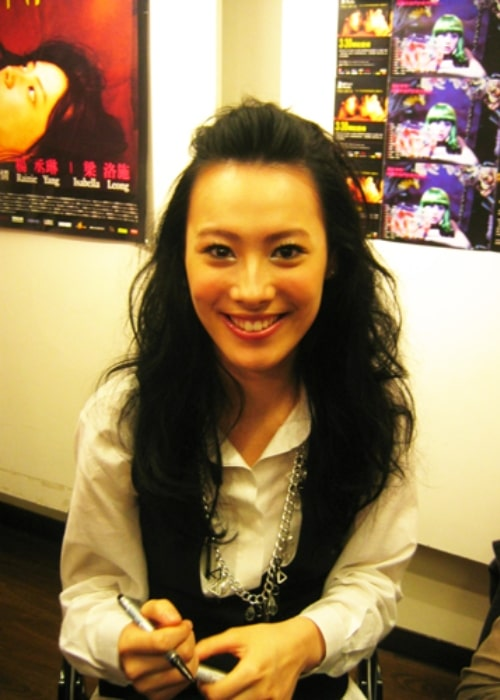 Isabella Leong smiling for a picture while promoting the film 'Spider Lilies' in Taiwan in 2007