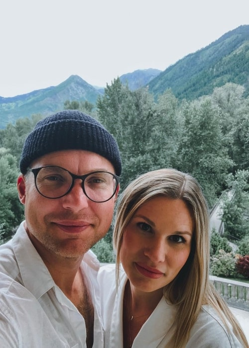 Judah Smith and his spouse Chelsea Smith in a selfie that was taken on the day of her birthday in July 2019
