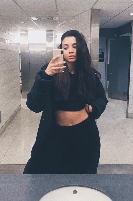 Nickayla Rivera as seen while clicking a mirror selfie at John F. Kennedy International Airport in February 2020