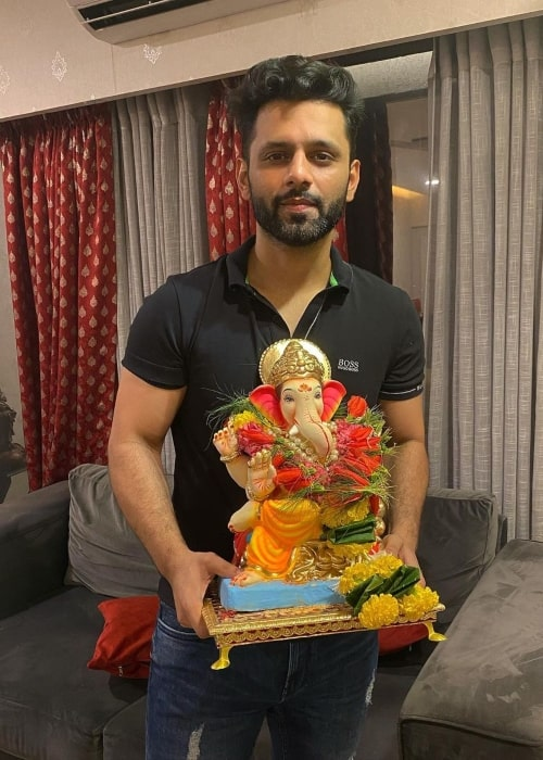 Rahul Vaidya in August 2020 praying to the God of happiness and sweets to come back quickly in the following year