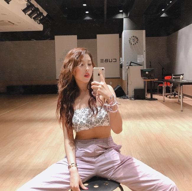 Seungyeon taking a mirror selfie in June 2020