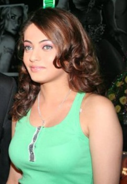 Sneha Ullal pictured at Daisy Shah's debut play 'Begum Jaan' in October 2013