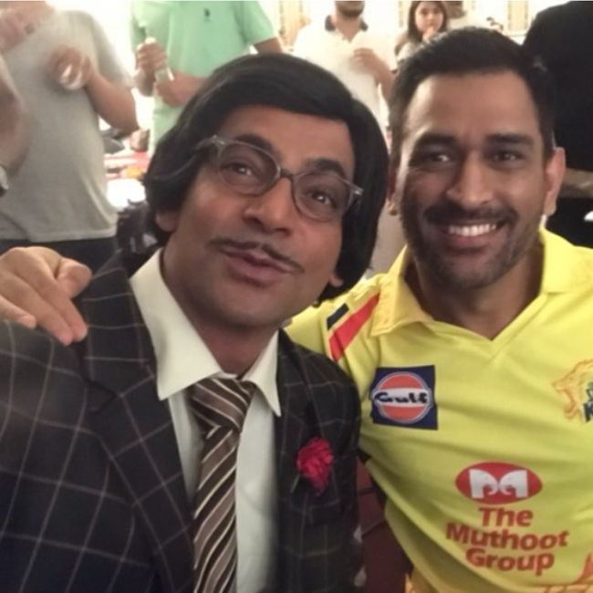 Sunil Grover as seen posing with Mahendra Singh Dhoni in 2020