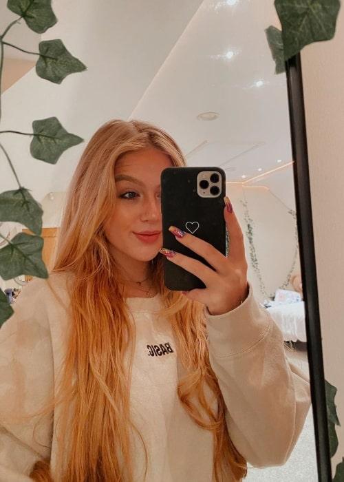 Tessa Bear as seen in a selfie that was taken in October 2020