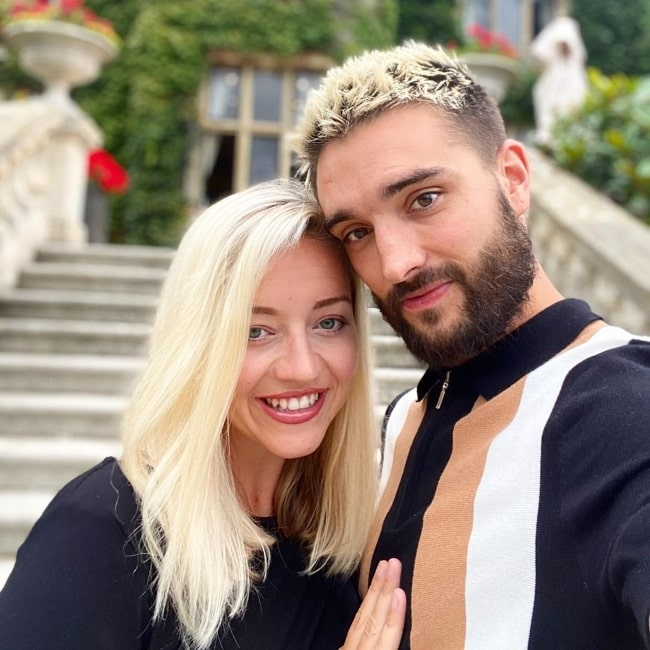 Tom Parker as seen while taking a selfie with his wife Kelsey Hardwick