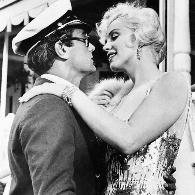 Tony Curtis and Marilyn Monroe in a promotional image for 'Some Like it Hot' (1959)