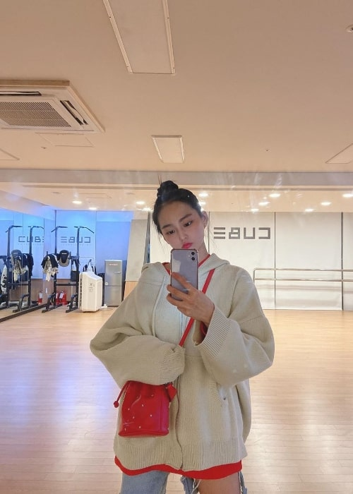 Yeeun as seen while clicking a mirror selfie in March 2020