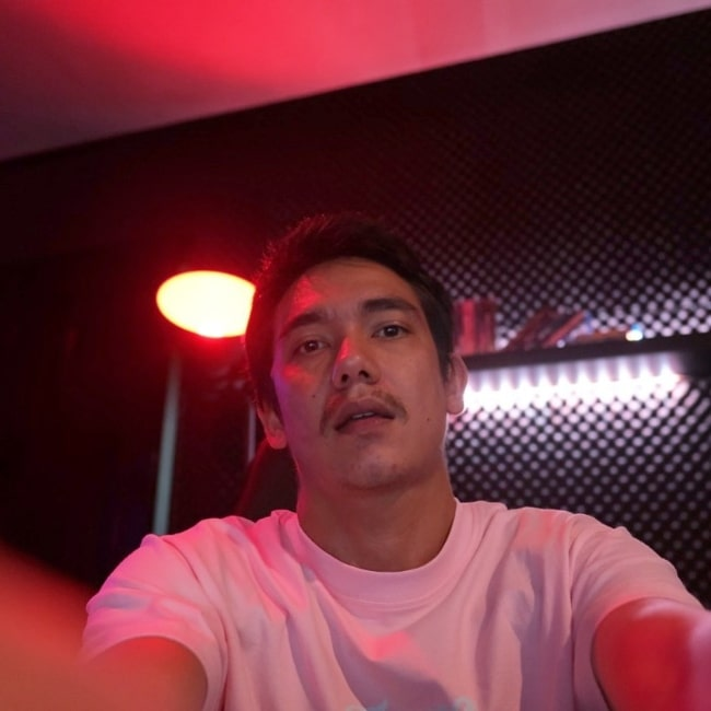 Adipati Dolken as seen while taking a selfie in April 2020