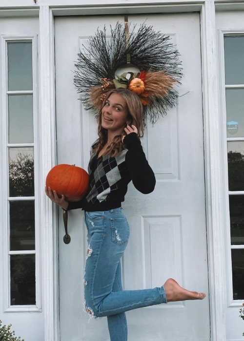 Alana Clements smiling for a Halloween picture in October 2020