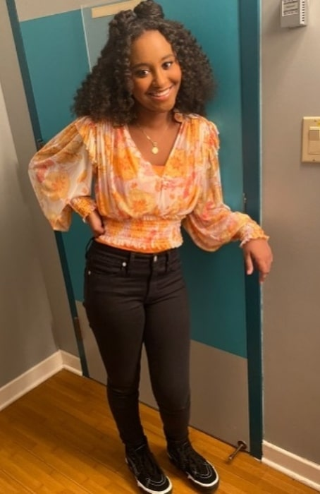 Dana Heath in October 2020 wishing everyone a happy Monday declaring fall to be her favorite season because of the colors clothes and food