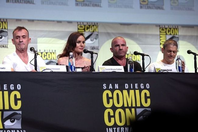 (From left to right) Robert Knepper, Sarah Wayne Callies, Dominic Purcell, and Wentworth Miller
