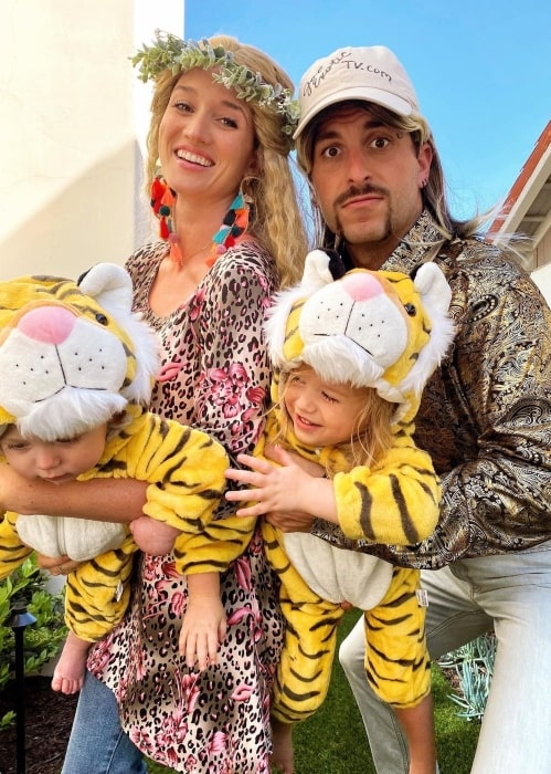 Jade Roper having fun with her family dressing up as cool cats and kittens in April 2020