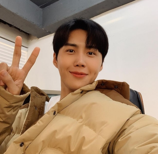 Kim Seon-ho as seen while smiling in a selfie in November 2020