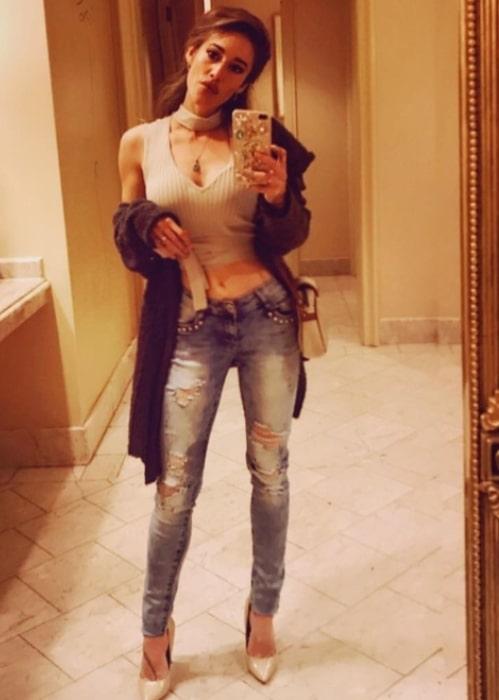 Q'orianka Kilcher sharing her selfie in December 2017