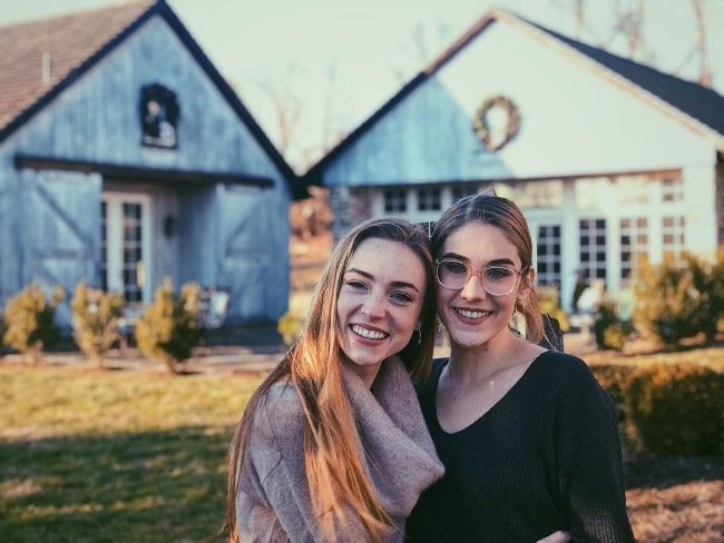 Sarah Mezzanotte (Left) smiling in a picture alongside Grace Mezzanotte in December 2019