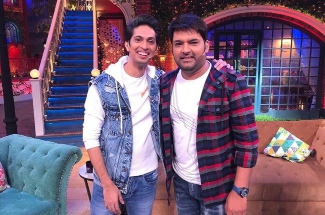 Tushar Pandey (Left) as seen while posing for the camera alongside Kapil Sharma on the set of 'The Kapil Sharma Show' while promoting his film 'Chhichhore' in August 2019