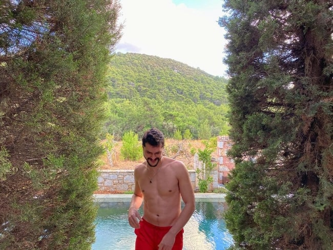 Alperen Duymaz as seen shirtless in an Instagram post in October 2020
