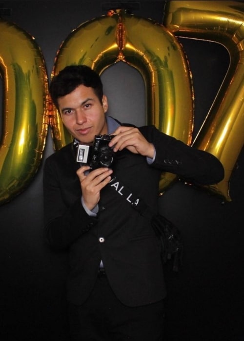 Bryant Eslava as seen in a picture that was taken at the Martin Garrix photo booth in April 2020