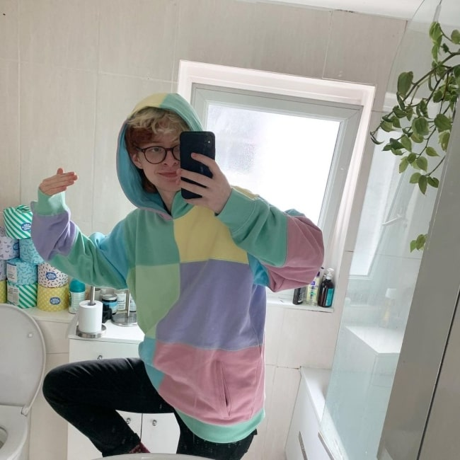 Cavetown in July 2020 in a cozy new hoodie that he declares to have already got a blueberry stain