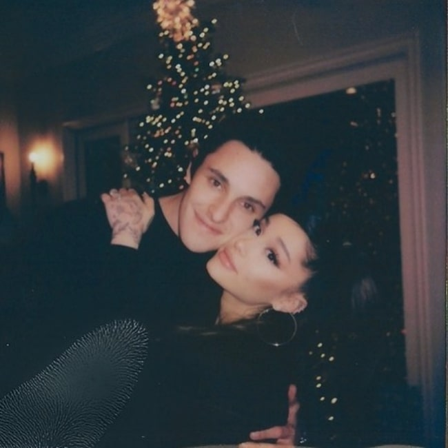 Dalton Gomez and Ariana Grande posing for a Christmas picture in December 2020