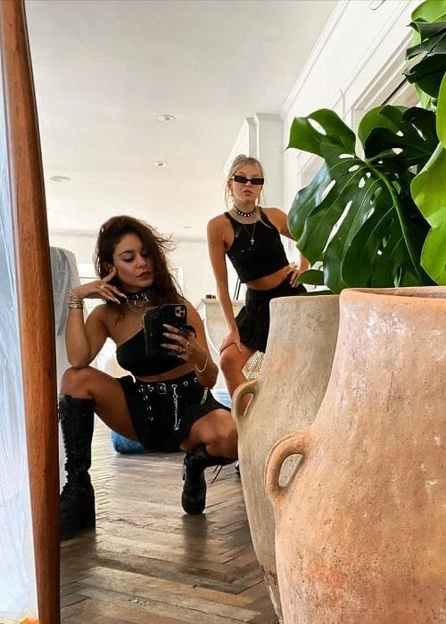 GG Magree (Right) posing for a mirror selfie alongside Vanessa Hudgens
