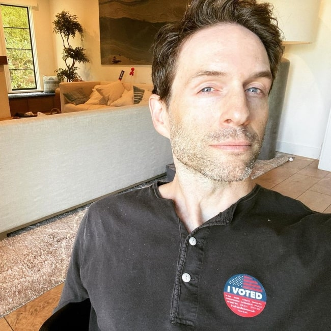Glenn Howerton in October 2020 declaring that he just voted