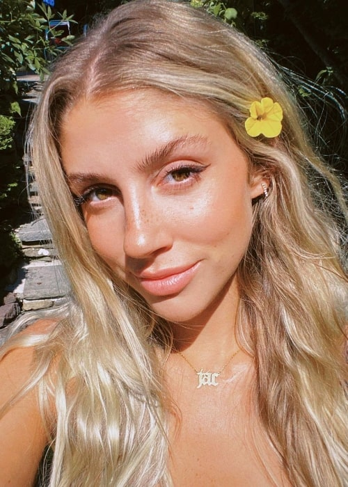 Jac Anderson as seen while clicking a selfie with a flower in her hair in June 2020