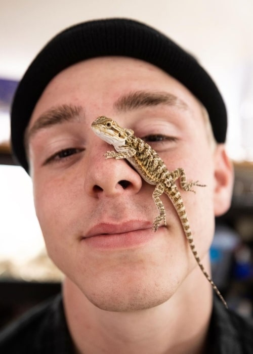 Jojo Tua having fun with a reptilian friend in September 2020