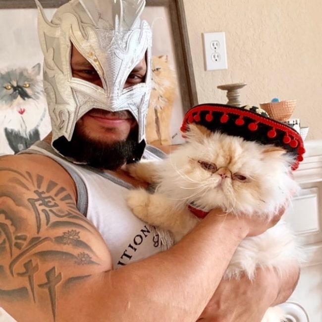 Kalisto as seen in a picture that was taken with his cat in June 2020