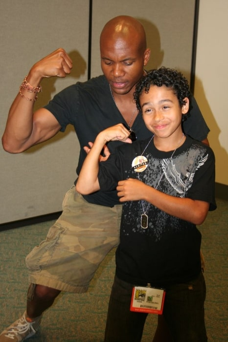 Leonard Roberts (Left) with his 'Heroes' co-star Noah Gray-Cabey in 2006