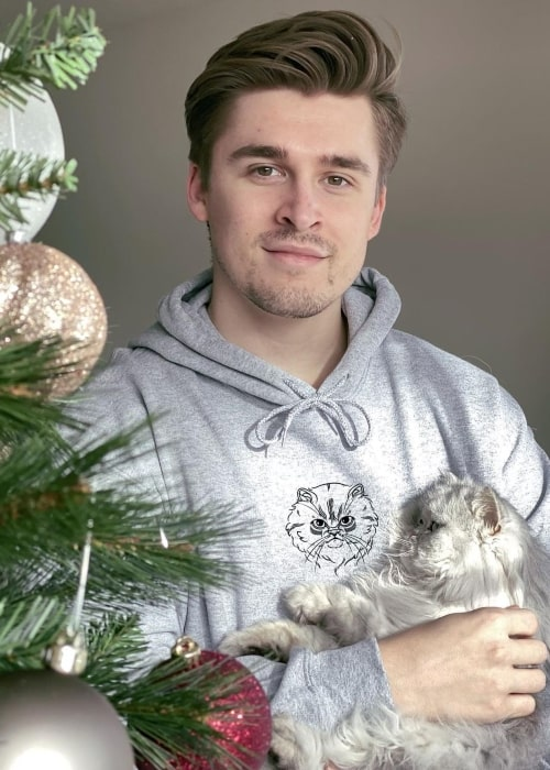 Ludwig Ahgren as seen in a picture that was taken of him and his cat Ludwig Jr. in December 2020