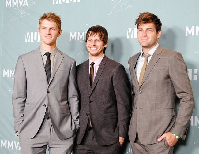 Mark Foster (middle) and his bandmates as seen at the MuchMusic Video Awards in 2011